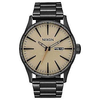 Nixon analog herreklokke med stropp i rustfritt stål A356-1439-00