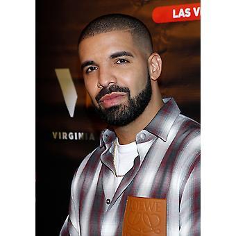 Drake tulohallissa Drake Debytoida yökyöpeli liekehtivä kuvallinen Virginia musta viski sokerin tehtaan American Brasseriessa Las Vegas Nv 20 toukokuu 2017 JaEverett kokoelma julkkis