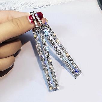 Spadek kolczyki w kolorze srebrnym z inkrustowane kryształy