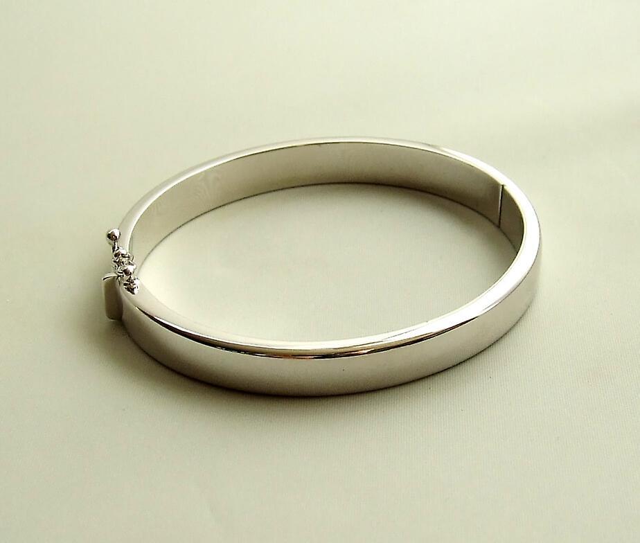 Christian 14 Karat white gold bracelet