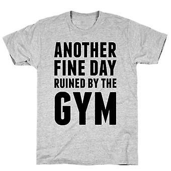 Ruiné par le t-shirt gris de gymnastique