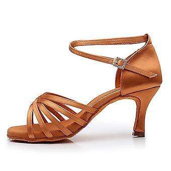 Καυτά Λατίνα, Ψηλοτάκουνα Παπούτσια Χορού