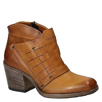Heeled ankle boots handmade in tan leather