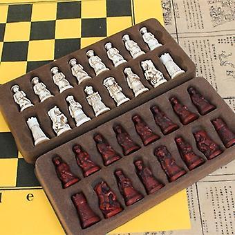 Antik schack litet läder schackbräde verklighetstrogna schackpjäser