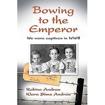 Bøjer sig for kejseren: Vi var fanger i Anden Verdenskrig