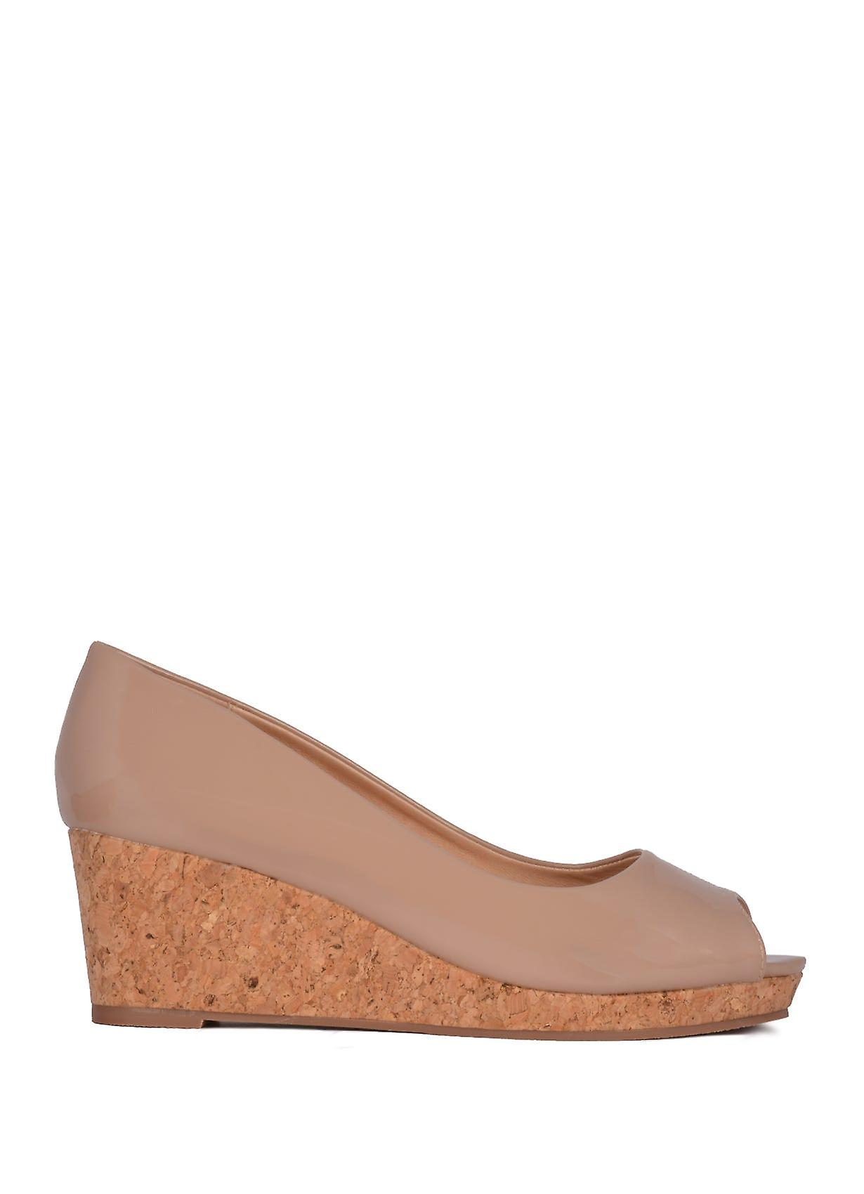 Lotus Patent Odina Peep-Toe Wedge Shoes in Nude mStkP
