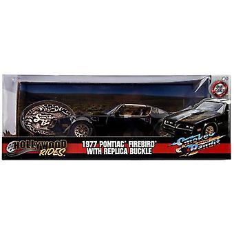 Smokey ja rosvot 1 1977 Pontiac soljen kanssa 1:24 Jada 30998