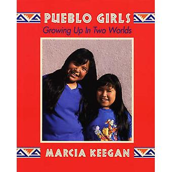 Pueblo Girls - Growing Up in Two Worlds by Marcia Keegan - 97815741602