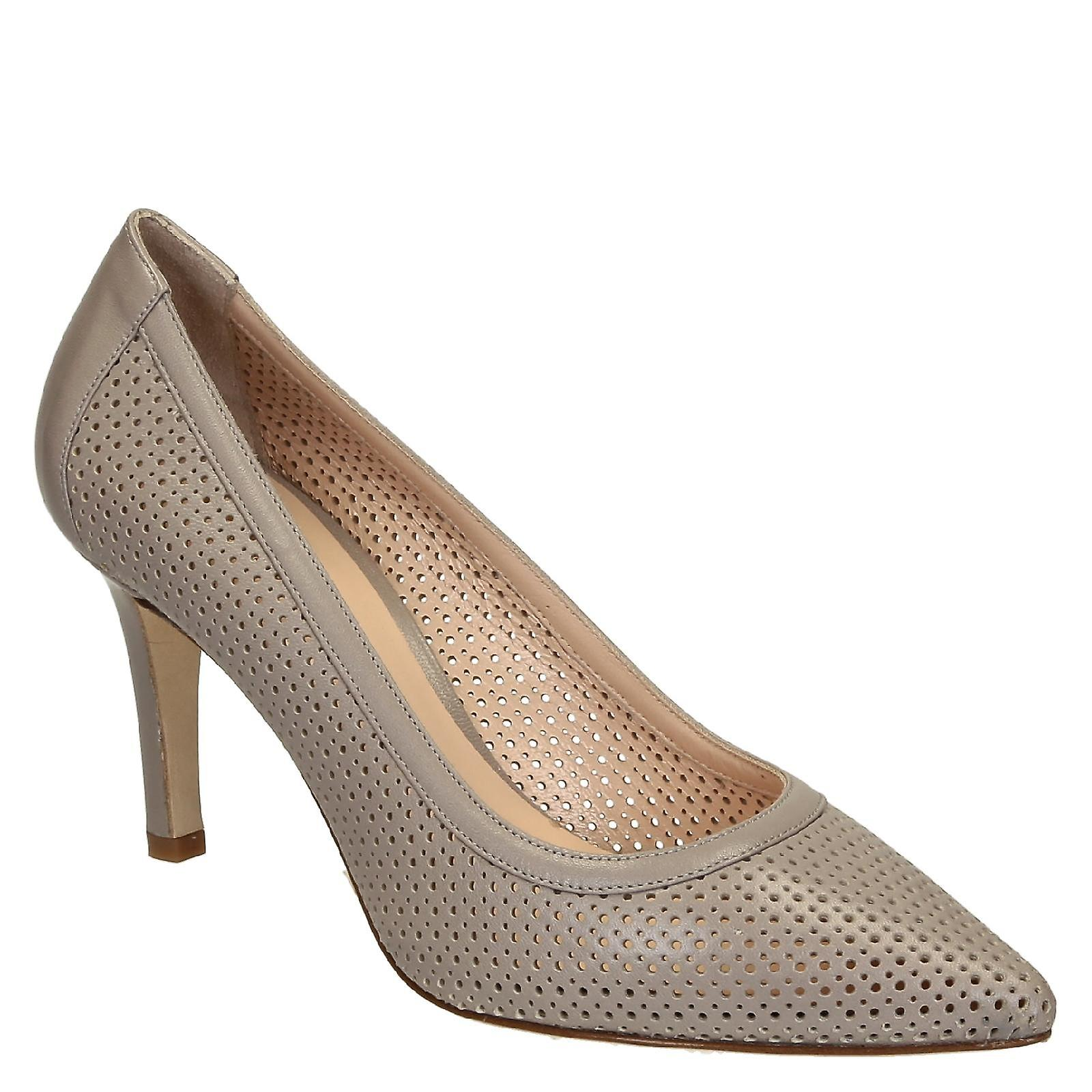 Shell color calf perforated leather mid-heels pumps ikA5S