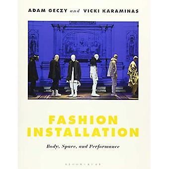 Installazione di moda: corpo, spazio e prestazioni