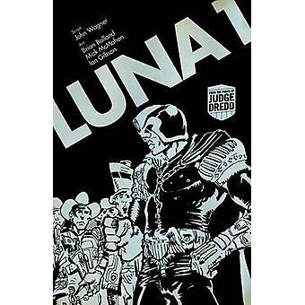 Judge Dredd Luna - bok 1 av John Wagner - Brian Bolland - Mick McMaho