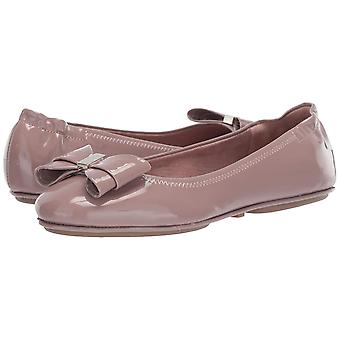 Bandolino Womens FAUDOA Fabric Closed Toe Ballet Flats