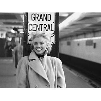 Marilyn Monroe Bahnhof Grand Central Station Poster Print von Ed Feingersh (19 x 15)