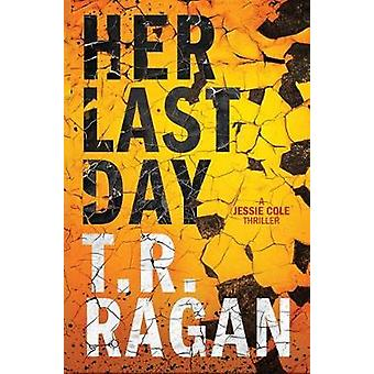 Her Last Day by T. R. Ragan - 9781542046060 Book