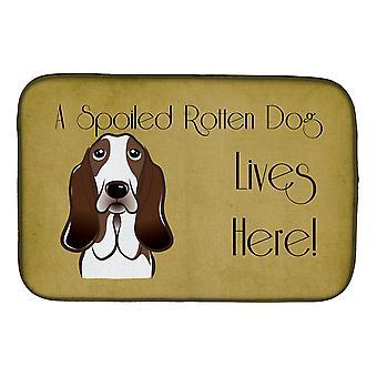 Basset Hound pilaantunut koira asuu täällä lautasen kuivaus matto