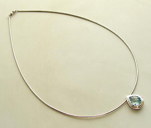 White gold necklace with Topaz