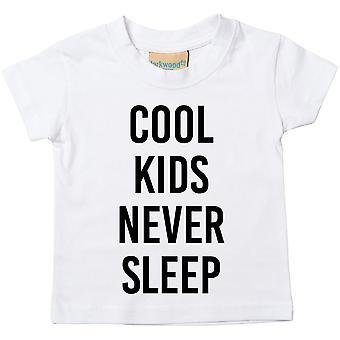 クールな子供たちは t シャツを眠ることはないです。