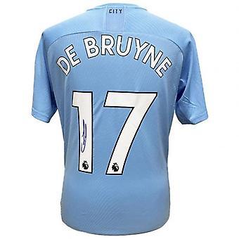 Manchester City De Bruyne signeeraa paita