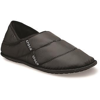Crocs महिला नव पफ नरम गर्म हल्के आरामदायक चप्पल