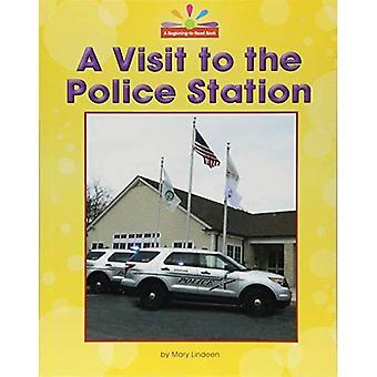 Een bezoek aan het politiebureau (begin te lezen, lezen en ontdekken - Gemeenschap plaatsen)