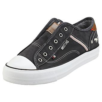 Mustang Laceless Low Top Womens Casual Trainers in Black