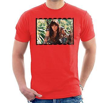 Xena Warrior Princess Spying Men's T-Shirt