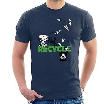 Orzeszki ziemne Snoopy jego zabawa do recyklingu męski t-shirt