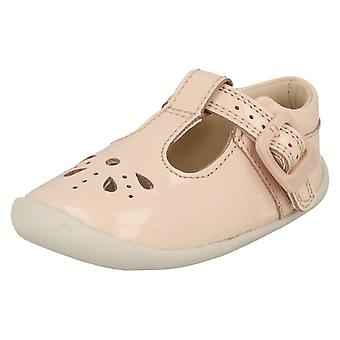 Girls Clarks Cut Out Detailed Pre-Walking Shoes Roamer Star