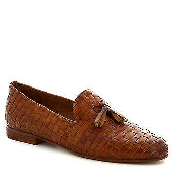 Leonardo Shoes Women's handmade tassel loafers in tan woven calf leather