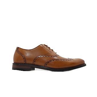 Clarks Edward Walk Tan Läder Mens spets upp Brogue Skor