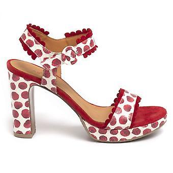 Punainen ja valkoinen Audley-sandaali korkealla kantapäällä