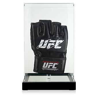 Conor McGregor a signé le gant de l'UFC dans une vitrine