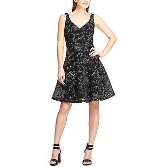 DKNY | brodert cocktail kjole