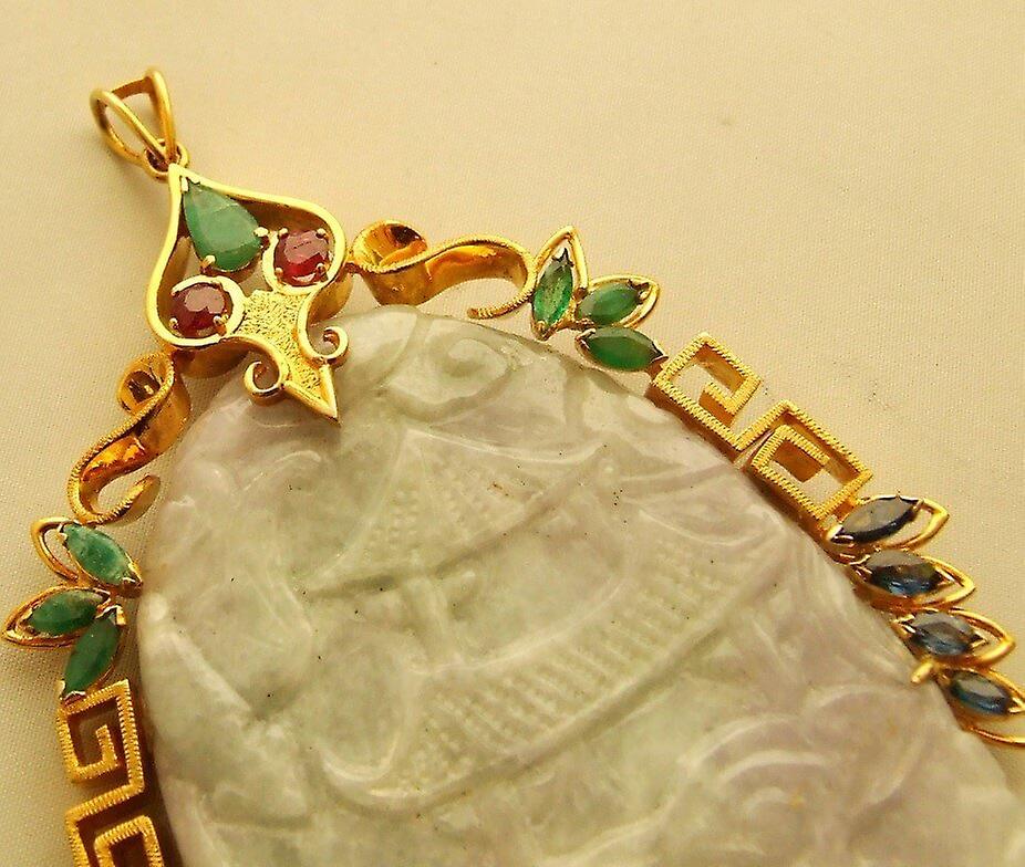 18 carat gold pendant with jade