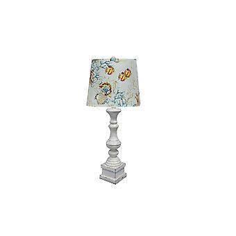 מנורת שולחן לבנה במצוקה עם גוון הדפס צבעוני של החוף