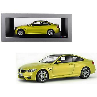 BMW M4 Coupé Austin Yellow avec Carbon Top 1/18 Diecast Model Car par Paragon