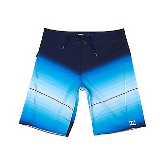 Billabong Fluid Mid Length Boardshorts en bleu