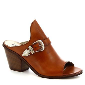 Leonardo Shoes Women's handmade mules heels buckle shoes in tan calf leather