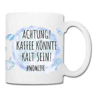 ¡Atención azul de la copa Momlife! Café k÷nnte ser frío! blanco, impreso, 100% cerámico