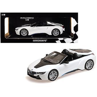 BMW i8 Roadster Metallic White Limited Edition 2018 à 504 pièces dans le monde 1/18 Diecast Model Car par Minichamps