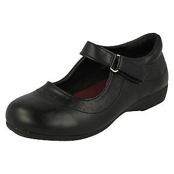 Ragazze Spot su scarpe scuola