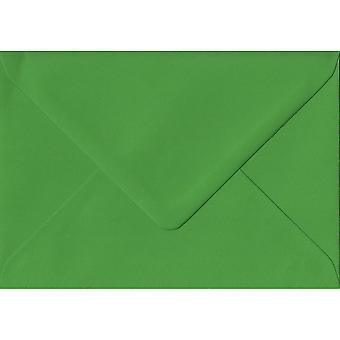 Farngrün gummiert farbige grüne Umschläge A5. 100gsm FSC nachhaltigen Papier. 152 mm x 216 mm. Banker Stil Umschlag.