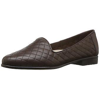 Trotters Womens Liz Almond Toe Loafers