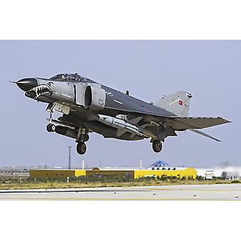 Türkische Luftwaffe F-4E 2020 Terminator landet auf dem Luftwaffenstützpunkt Konya Türkei während der Übung anatolischer Adler 2014 Poster Print