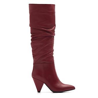 Botas rizadas de cuero rojo con tacón alto un cono