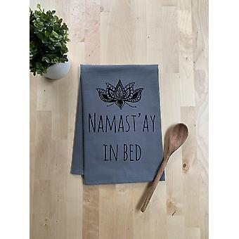 Namast'ay vuodelautaspyyhkeessä