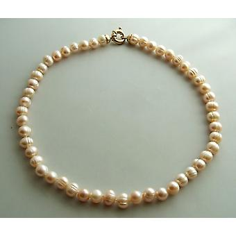 Pearl Necklace with gold lock