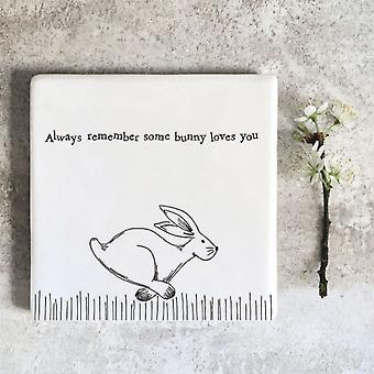 Öster om Indien porslin Square Coaster '... vissa bunny älskar dig '-present