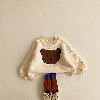 Söt tecknad björn förtjockar varma tröjor
