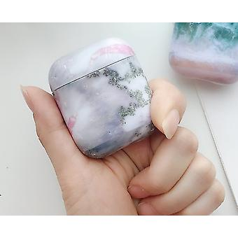 Skydd till Airpods-fodral i rosa/grått marmormönster.
